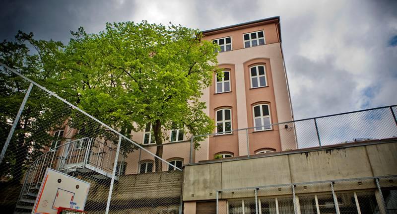 Rives: Ruseløkka skole ble byget i 1871. Til våren er den borte.
