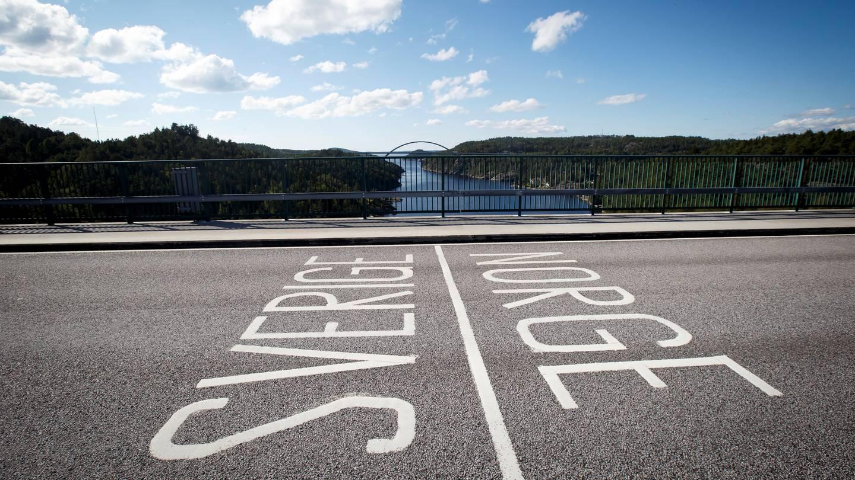 Riksgrensen mellom Norge og Sverige på den gamel Svinesundbrua.