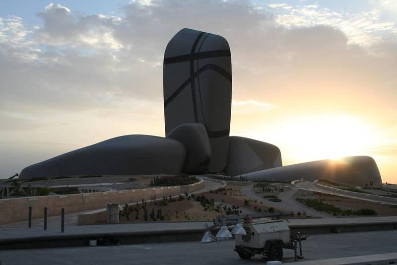 Det nye kulturhuset King Abdulaziz Center for World Culture inneholder kino, bibliotek, auditorium og museum. Ifølge oppdragsgiveren skal huset være «en katalysator for kreativitet og oase for kunnskap».