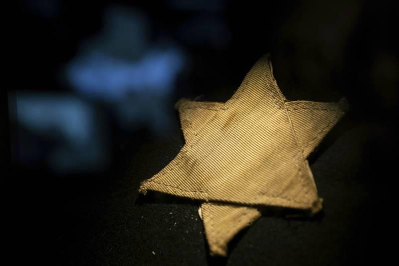 En gul stjerne som representerer Davidstjernen, fraHolocaust-senteret i Budapest
