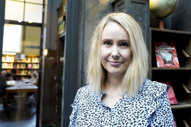Ane Barmen har skrive sin første roman for vaksne. Fotografiet er frå då ho i 2019 blei nominert til Bragepris i kategorien bøker for barn og ungdom for «Draumar betyr ingenting», ein pris ho sidan vann.