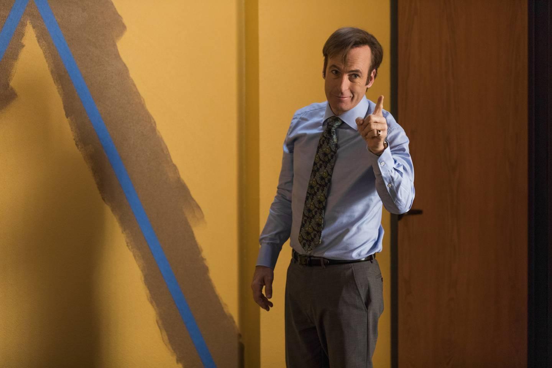 Advokat Jimmy McGill - en glimrende Bob Odenkirk - treffer på en rekke typer som seinere blir involvert i Walter White i «Breaking Bad», når Jimmy selv er bedre kjent som Saul Goodman.