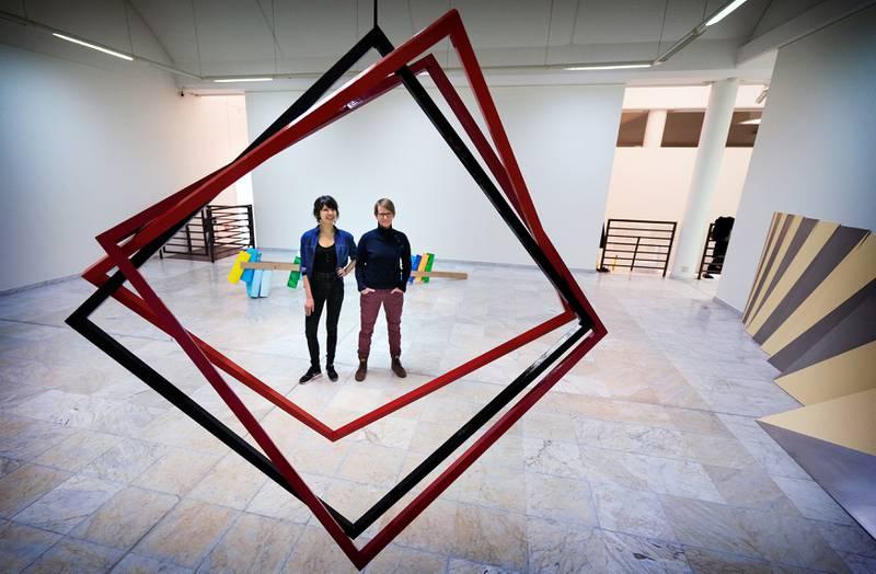 Mari Kolbeinson og Mona Orstad Hansen er to lokale kunstnere som deltar på utstillingen i Stavanger Kunstmuseum. Foto: Roy Storvik.