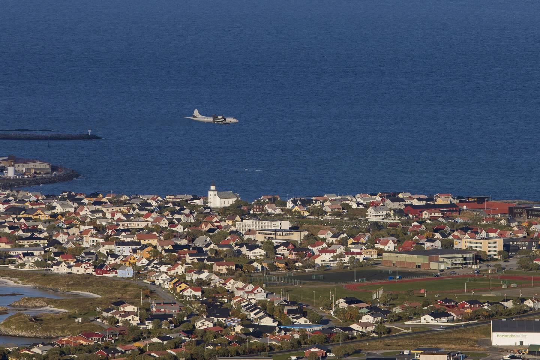Et Orion-fly går inn for landing på Andøya flystasjon. Nå blir det forsvarsminister Enoksens jobb å avvikle flystasjonen.