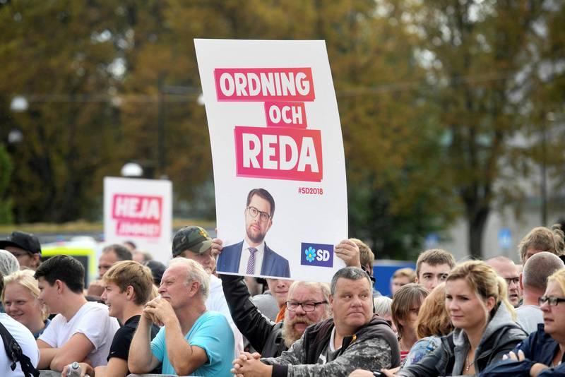 Frykt er en sterk politisk kraft, påpeker artikkelforfatteren foran valget i Sverige denne helgen. Her lytter   publikum til Sverigedemokratenes Jimmie Åkesson under et møte tidligere denne måneden.