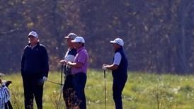 Mens viktige stemmer i vippestatene ble talt opp tok Trump seg en økt på golfbanen