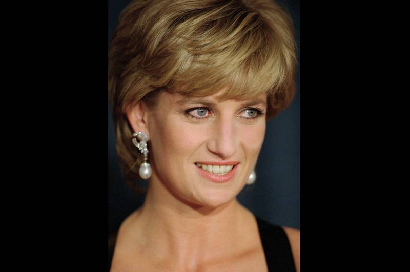 Prinsesse Diana under en middag i New York i desember 1995, noen måneder etter intervjuet med BBC. Foto: Mark Lennihan / AP / NTB