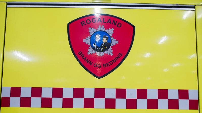 Fem familiemedlemmer fikk i seg litt røyk etter at det oppsto brann i et soverom i en flermannsbolig på Hinna i Stavanger.