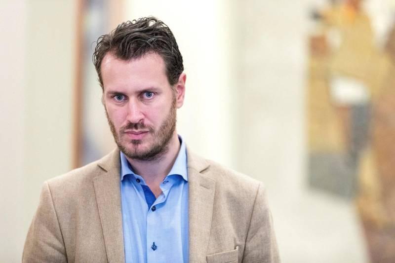 AVSATT: Helge André Njåstad tråkket feil som leder av Frps organisasjonsutvalg, og trakk seg fra alle tillitsverv i partiet. Han er bare den siste i en lang rekke skandaler i Fremskrittspartiet. FOTO: GORM KALLESATD/NTB SCANPIX