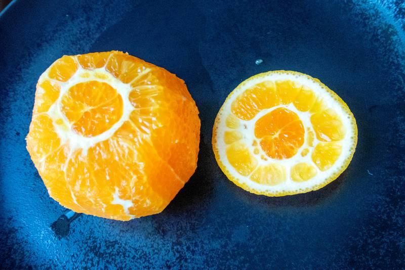 Trondheim 20200424.  Illustrasjon: Appelsiner skrellet og delt. Foto: Gorm Kallestad / NTB