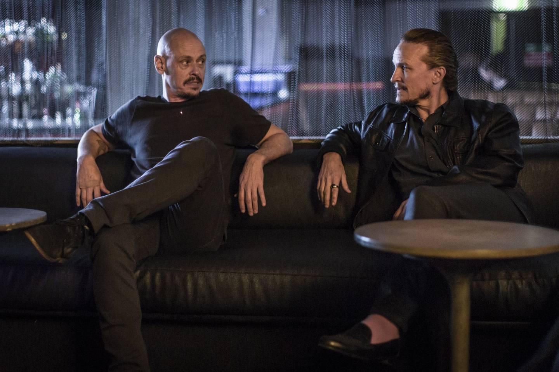 Leiemorder, torpedo og alenepappa Ryan (til venstre) har forskjellige utfordringer på jobb og hjemmeplan i den australske serien som fortjener et stort publikum. Sesong tre av «Mr Inbetween» er i gang på HBO Nordic.