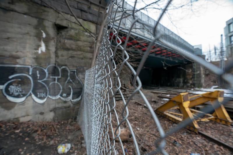 En gutt mistet livet, mens en jente og en gutt ble kritisk skadd etter at de tok seg inn i en tunnel her ved Filipstad i Oslo og kom i kontakt med en strømførende kilde. Foto: Heiko Junge / NTB scanpix