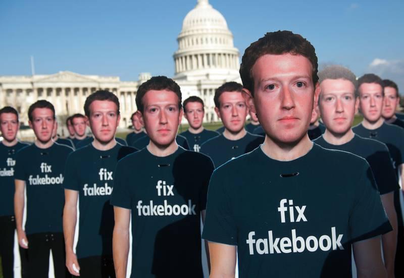 100 pappfigurer av Facebook-sjef Mark Zuckerberg utenfor Capitol Hill i Washington ber om at facebook fikses. Facebook-skandalen har fått facebook til å gjøre flere endringer som skal beskytte brukernes personopplysninger bedre, men aktivistgruppa Avaaz mener mer må til.