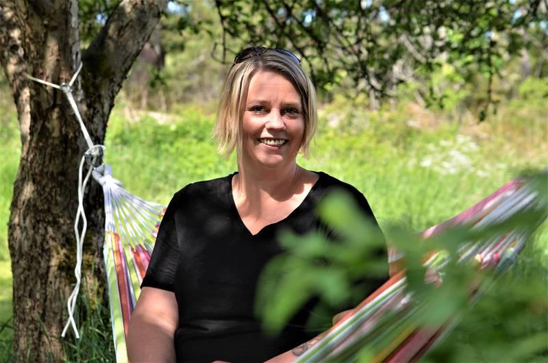 Hege Hansen har stått fram som lesbisk i voksen alder og blogger om livet som skeiv og mamma til fem. – For ti år siden hadde jeg ikke våget å dra i gang bloggen, nå er jeg trygg på hvem jeg er, smiler 41-åringen.