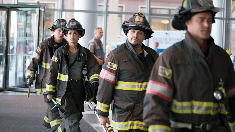 «Chicago Fire», en av seriene om utrykningsmannskap fra den amerikanske byen som vil fortsette på TV, og som også kan sees på Viaplay.