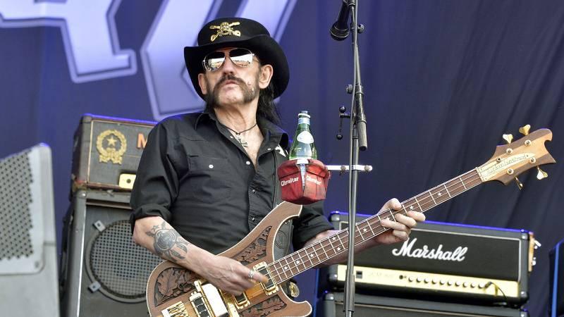 Motörheads sanger og bassist, Ian «Lemmy» Kilmister, er død. Her opptrer han under Hellfest-festivalen i  Clisson, ved Nantes vest i Frankrike 19 juni i år.  FOTO: AFP Photo/George Gobet