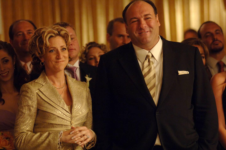 Ekteparet Tony og Carmela Soprano går gjennom mange prøvelser, noe som kunne ende med at Tony Soprano fikk det smale smilet som var dårlig nytt for nestemann som uforvarende kom i veien for ham.