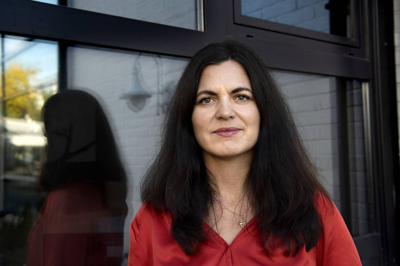 Nina Solli, regionsdirektør i NHO Viken Oslo er glad for at restaturnatre i Olso igjen kan servere gjester, og at skjenkestoppen er opphevet.