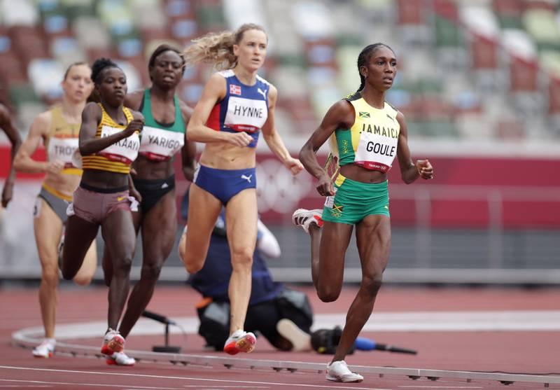Hedda Hynne kvalifiserte seg til lørdagens semifinale med tredje beste tid i sitt OL-heat på 800 meter. Hun løp inn til 2.00,11.