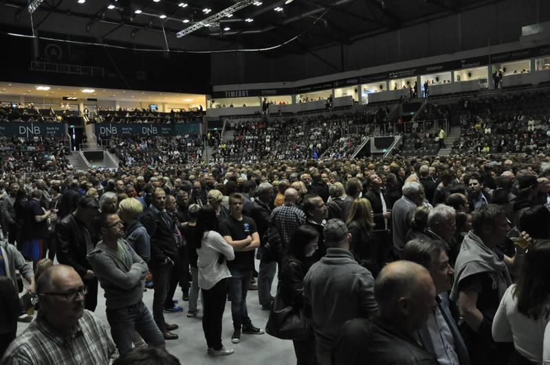 Mye folk i salen i DNB Arena like før konserten startet opp.