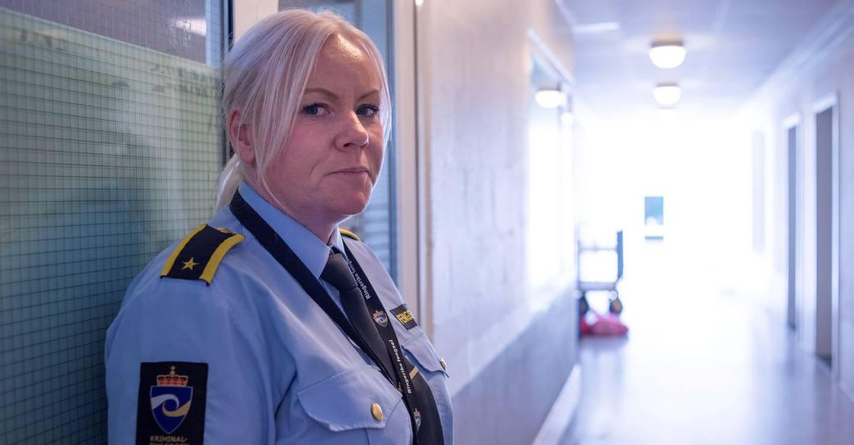 Fem betjenter på 30 innsatte er altfor lite for denne gruppa, advarer avdelingsleder Henriette Viker (47).