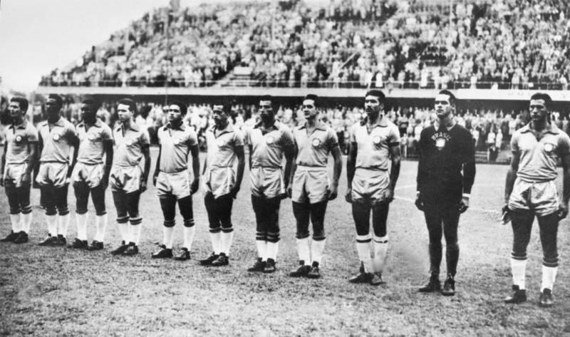 Brasils ellever mot Sovjet på Ullevi 14. juni 1958: Fra venstre De Sordi, Didi, Pelé, Zagalo, Garrincha, Zito, Vava, Orlando, Nilton Santos, Gilmar, Bellini (captain).