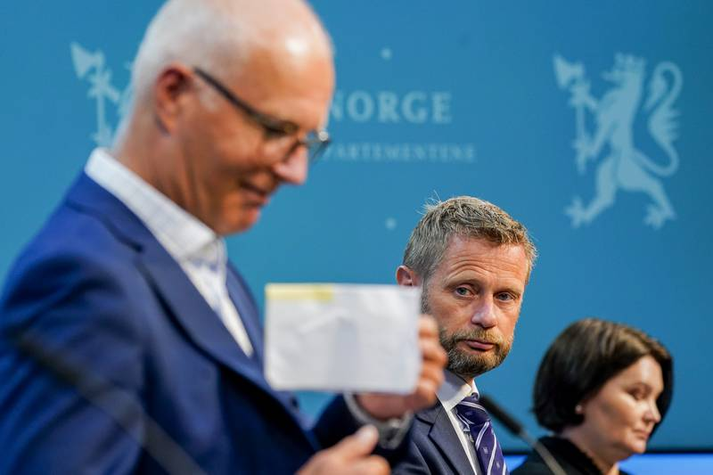 Bent Høie, Bjørn Guldvog og assisterende direktør i Folkehelseinstituttet, Gun Peggy Strømstad Knudsen