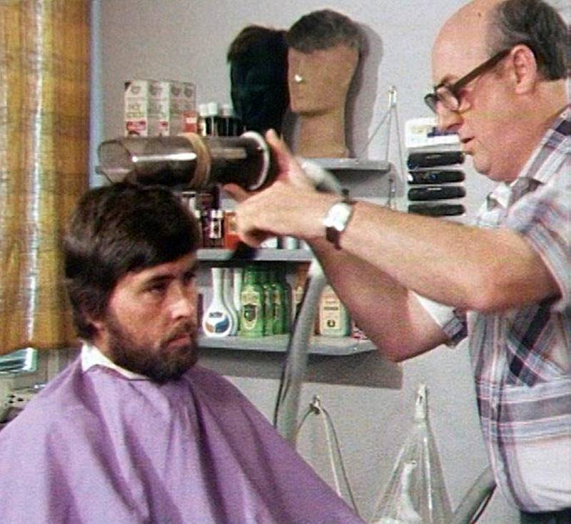 HAUGESUND: I 1978 viste frisør Gunnar Rustad fram sin automatiske klippemaskin, som han hadde laget selv.