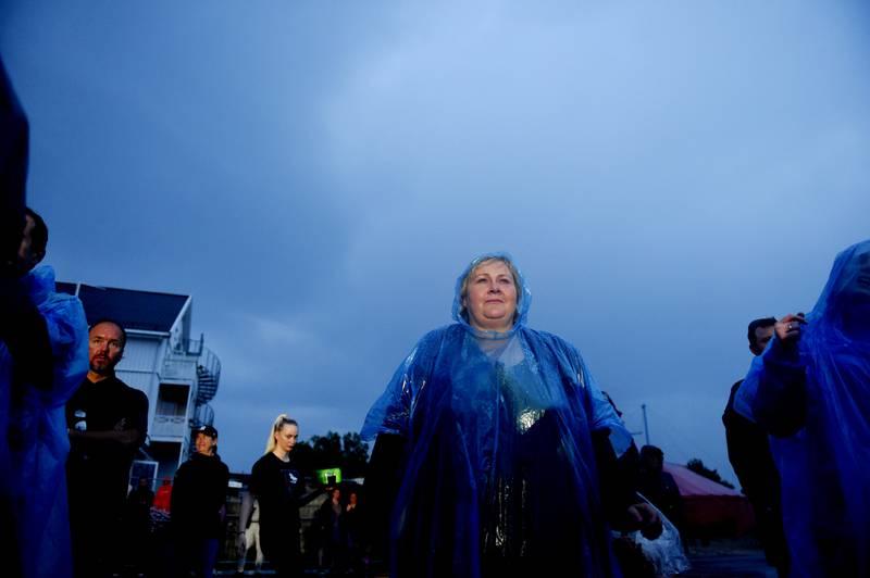 Ikke alle er invitert i Solbergs gode selskap, skriver innleggsforfatter. På bildet: Statsminister Erna Solberg (H) på valgkampturné før stortingsvalget 2021.