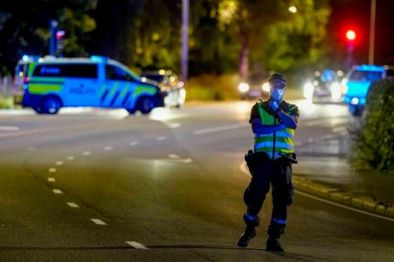 Politiet rykket ut etter meldingen om knivstikking. Foto: Fredrik Hagen / NTB
