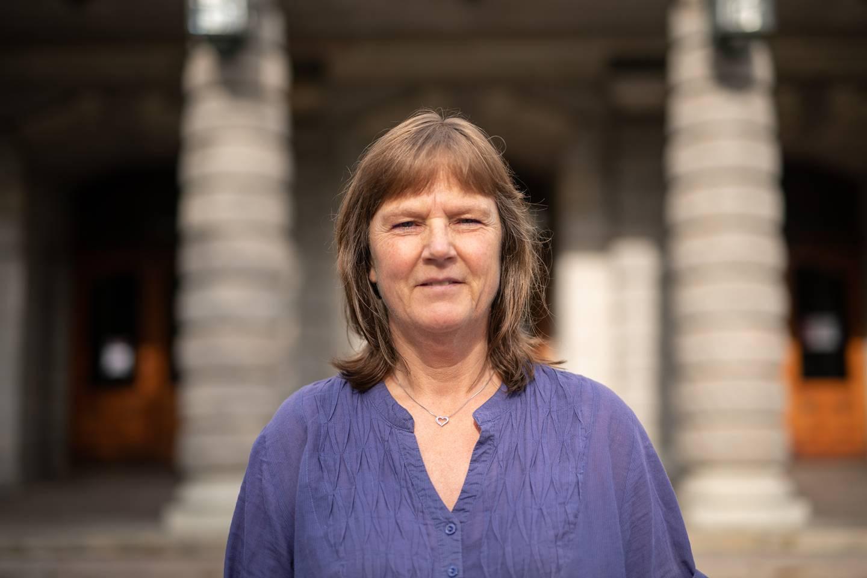 LO Stats nestleder, Lise Olsen, utenfor Nationaltheatret.