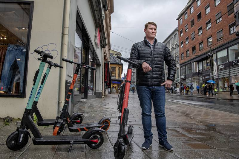 Ole Martin Johansen, som sitter i kommunestyret for Fremskrittspartiet, ønsker flere elsparkesykler i Moss velkommen.