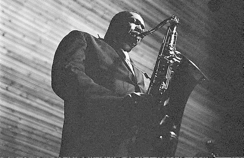 Eit eineståande bilete av John Coltrane i Njårdhallen 23. oktober 1963. FOTO: ARNE SCHANCHE ANDRESEN, UTLÅNT AV NORSK JAZZARKIV