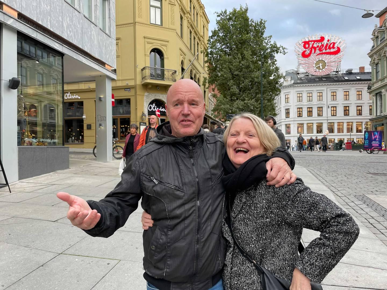 Jonny Selnak (62) og Audhild Hoemsnes (65) ser positivt på gjenåpningen, men håper at det varer.