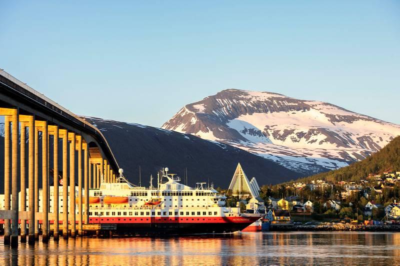 Tromsdalstinden er et av flere fjell i Norge som anses som hellig ifølge samisk tradisjon. FOTO: BJØRN JØRGENSEN/SAMFOTO/NTB