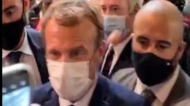 Macron truffet av egg i Lyon