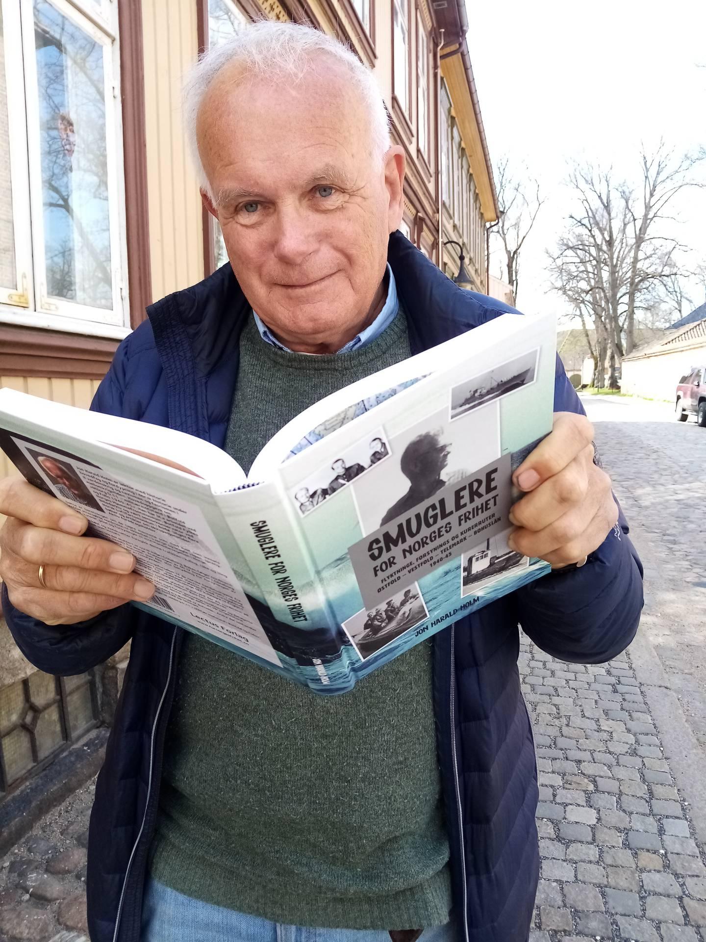 "Jon Harald Holm er aktuell med boka ""Smuglere"""