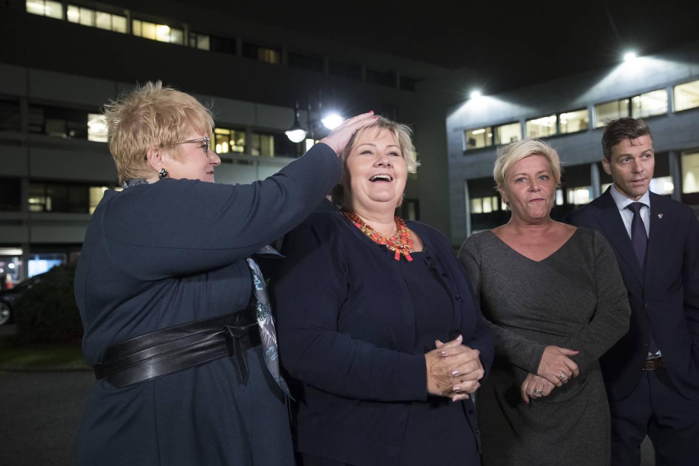 I 2017 snudde de borgerlige partiene vinden og sikret flertall i innspurten av valgkampen. Her er partilederne klare for debatt dagen etter valget. Fra venstre: Trine Skei Grande (V), Erna Solberg (H), Siv Jensen (Frp) og Knut Arild Hareide (KrF). Foto: Vidar Ruud / NTB