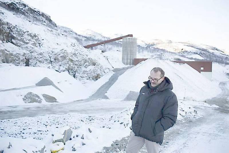 Her fra Folldal verk ved Repparfjorden ble gruvedriften drevet på 70-tallet. Ordfører Ragnar Olsen håper gruvene som er planlagt i fjellene Nussir og Ulveryggen bakenfor vil få mange til å flytte til kommunen.