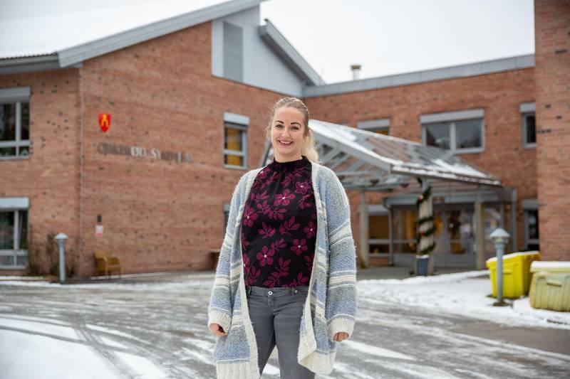 Charlotte Østlie, konstituert virksomhetsleder på Orkerød sykehjem, forteller at vaksinasjonen betyr at de snart kan vende tilbake til en normal hverdag.