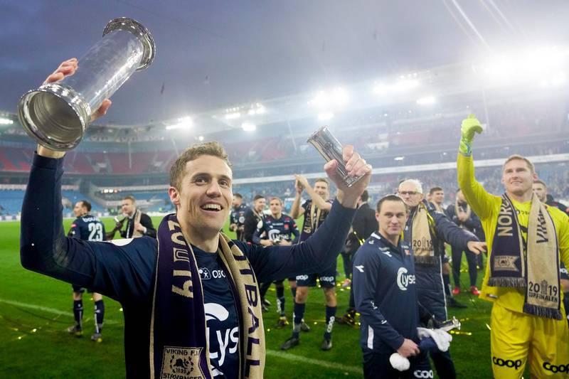 Fredrik Torsteinbø med cuppokalen.