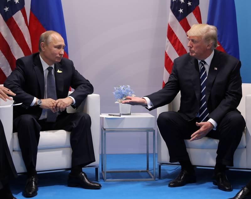 MØTTES: Her er Vladimir Putin og Donald Trump fra møtet de hadde i Hamburg tidligere denne måneden.