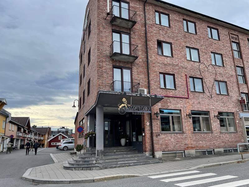 Gyldenløve hotell i Kongsberg er opprettet som pårørendesenter etter at fem personer ble drept i sentrum onsdag kveld.