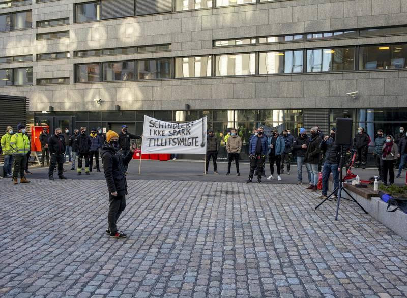 Heismontørenes fagforening markerte utenfor kontorlokalene til Schindler på Hasle i Oslo.