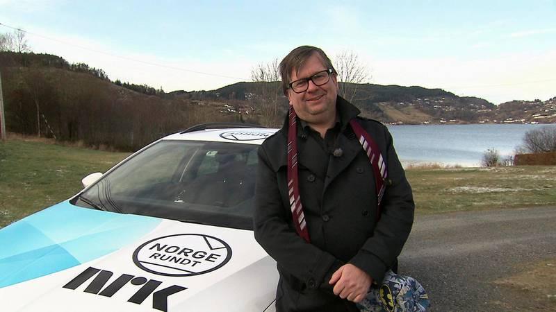 Finn Tokvam (44) skal lede Norge Rundts jubileumssending 9. desember. I det to timer lange programmet skal han besøke den eneste kommunen det aldri før har vært Norge Rundt-innslag fra.