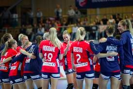 Ti spillere og ledere på håndballandslaget smittet etter Slovenia-kamp