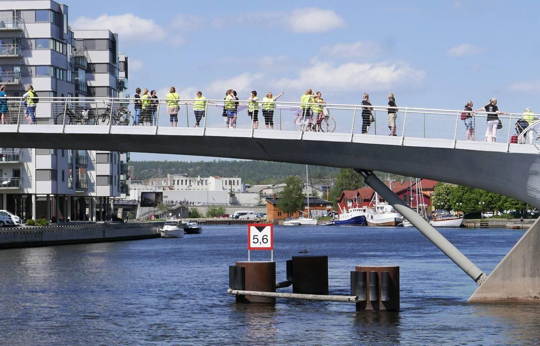 Streikende i Fredrikstad markerte opptrapping av Unio-streiken på de tre bruene mellom sentrum og Kråkerøy onsdag.