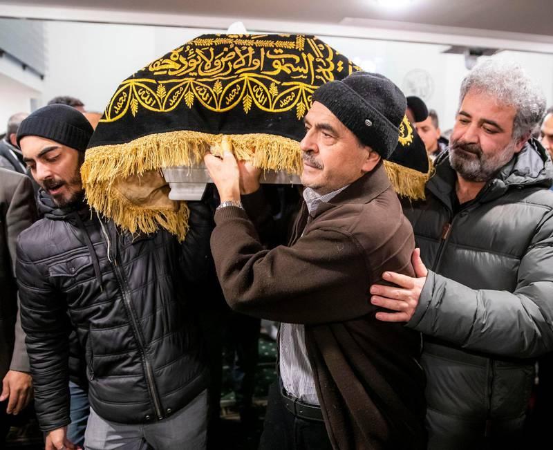 Tirsdag ettermiddag ble det holdt minnestund for den drepte Halil Kara i Søndre Nordstrand Muslimske Senter i Oslo. I dag gravlegges han i Tyrkia. Foto: Håkon Mosvold Larsen/NTB scanpix
