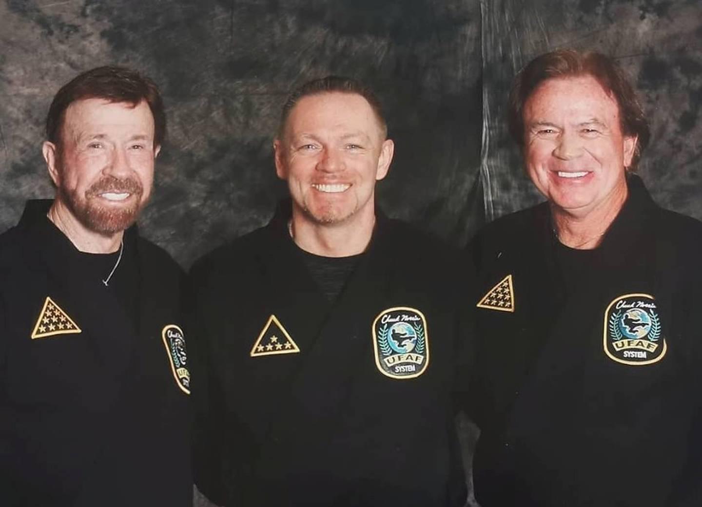 Chuck Norris, Kenneth Fjeld og Aaron Norris.