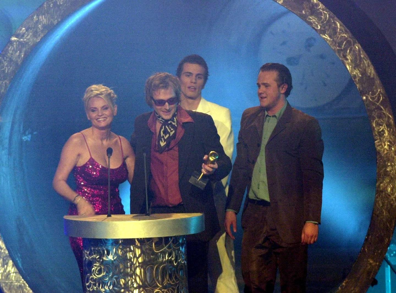OSLO SPEKTRUM priser musikkpriser HIT AWARDS MORTEN ABEL mottar prisen som beste mannlige artist.